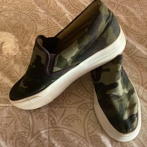 Restricted size 9 camo slip ons